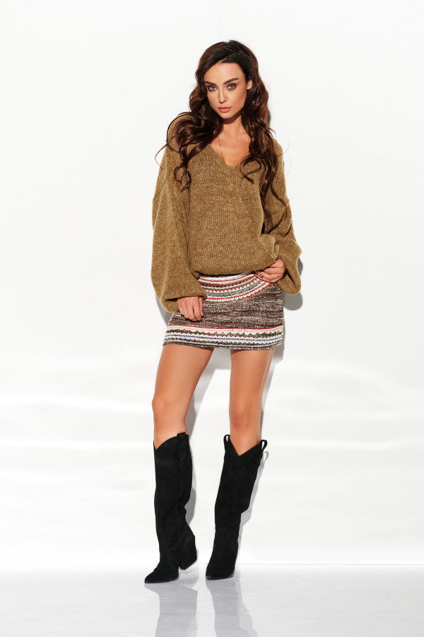 Sweter z dekoltem i luźnymi rękawami