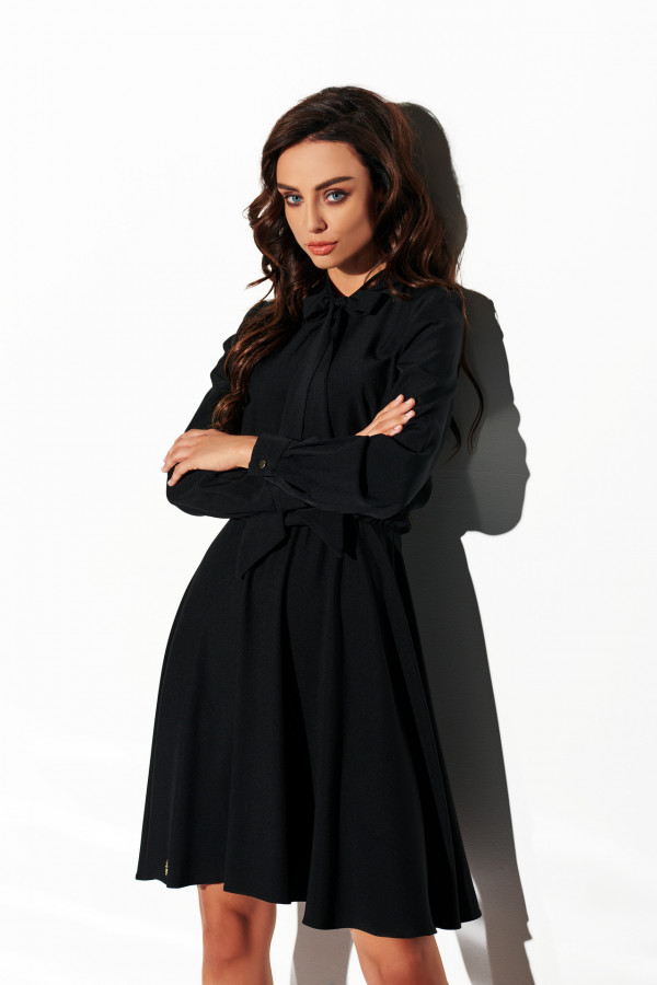 Sukienka z wiązaniem pod szyją 3
