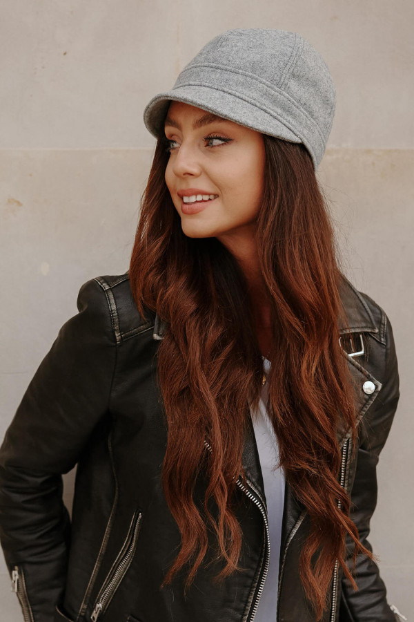 Wełniana czapka z daszkiem