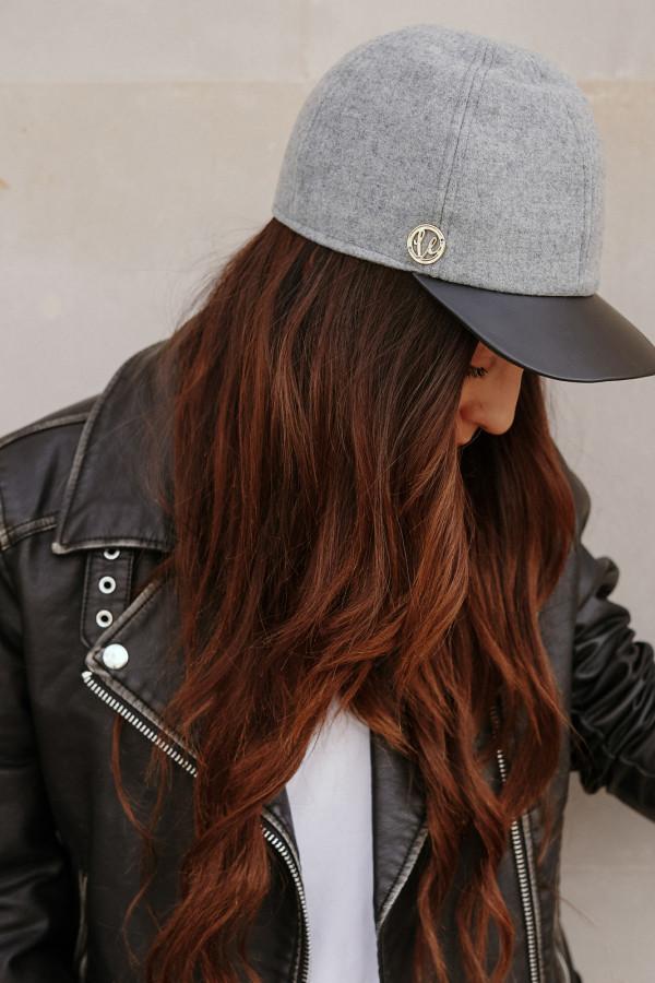 Wełniana czapka z daszkiem z eko skóry 2