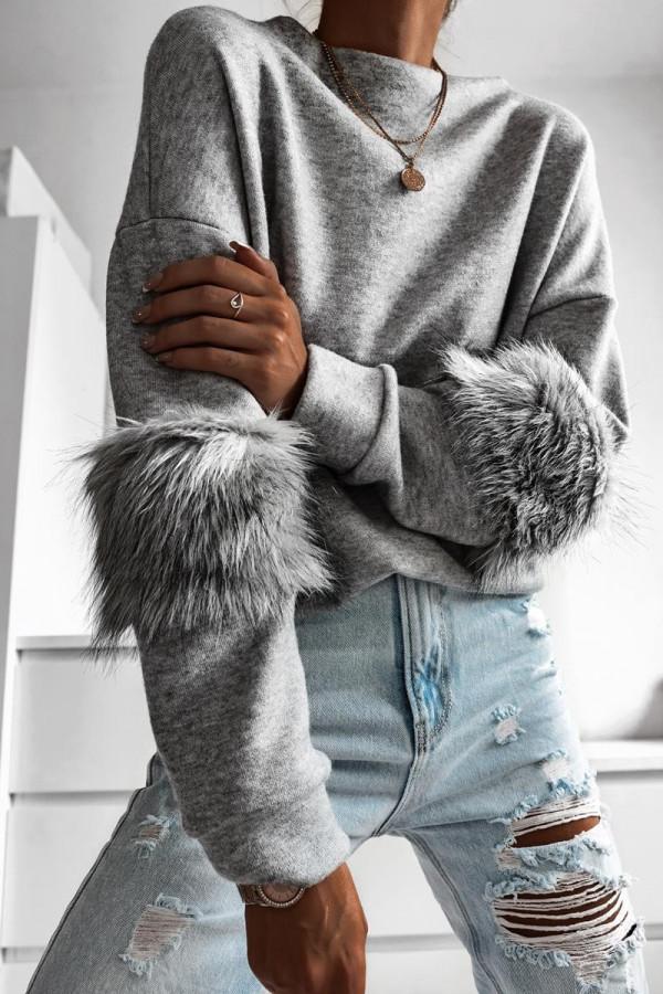 Sweter z futerkiem na rękawach PRADA