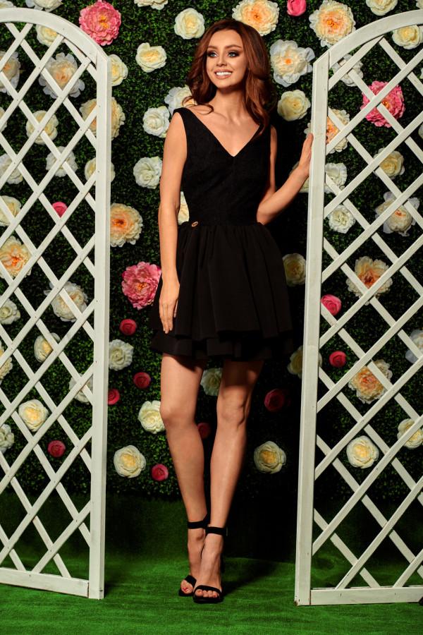 Wieczorowa sukienka mini z koronką