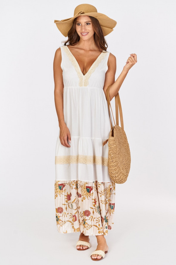 Długa sukienka boho z kwiatowym zdobieniem