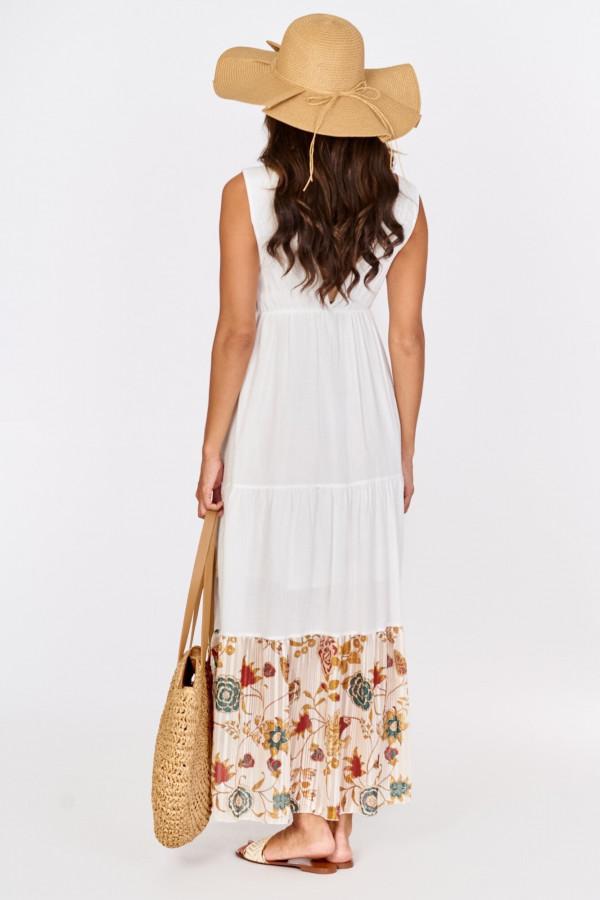 Długa sukienka boho z kwiatowym zdobieniem 1