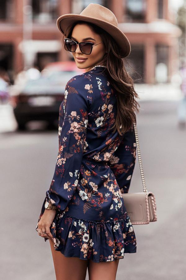 Sukienka z dekoltem V i falbaną w kwiaty RENEE granat 1