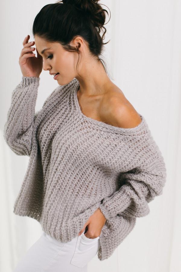 Sweter oversize z dekoltem w szpic MARIKA