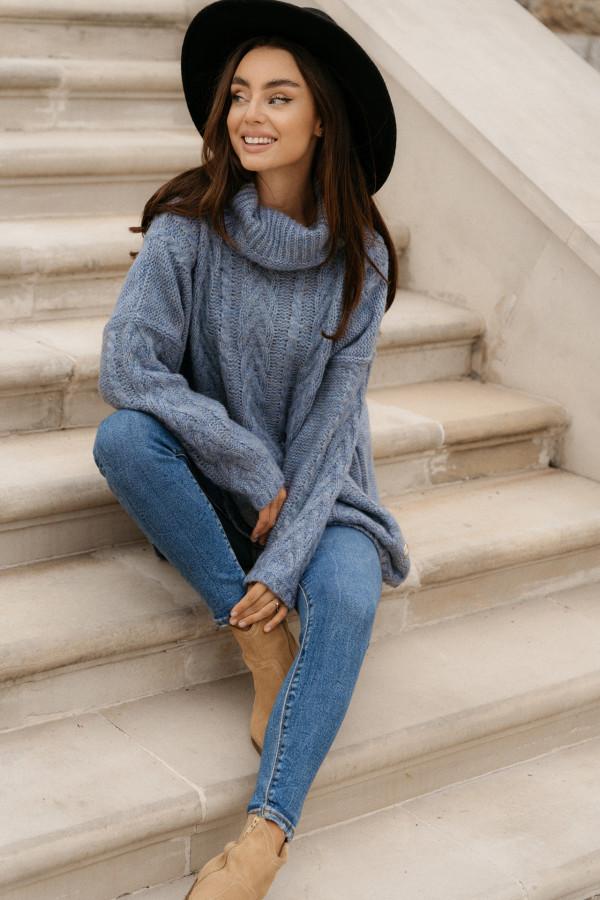 Sweter z golfem o luźnym kroju NADIA niebieski