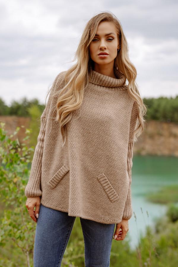 Sweter golf oversize z dodatkiem wełny KATHLYN brąz