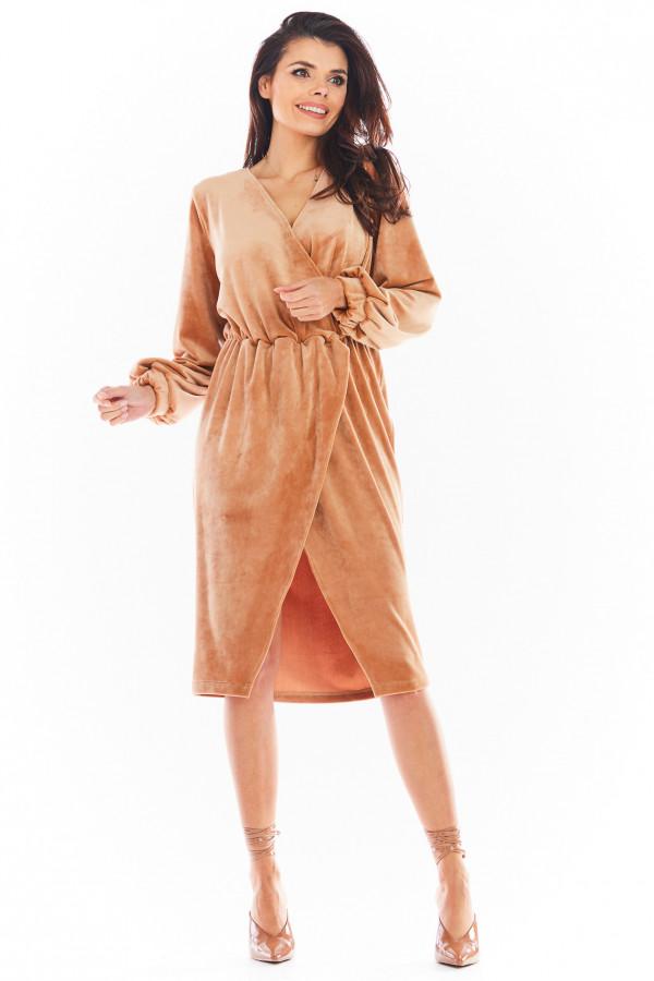 Sukienka welurowa o kopertowym kroju DIANA beż